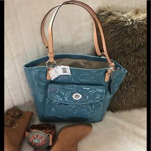 NWT Coach light blue patent leather tote-see notes